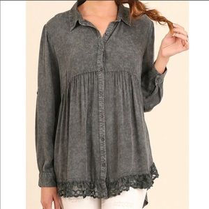 Umgee Gray oil wash oversized tunic top lace hem